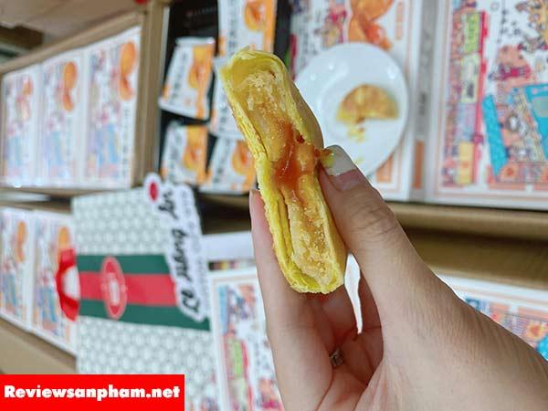 Bánh trung thu Salted Egg Yolk review giá bán và mua ở đâu
